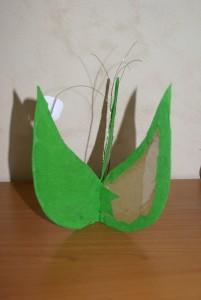 brin de muguet, montage de feuilles en carton et papier crépon