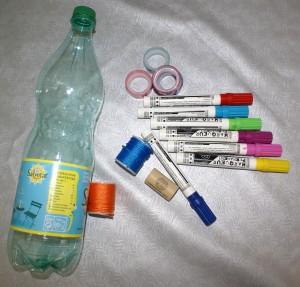 bilboquet avec une bouteille plastique