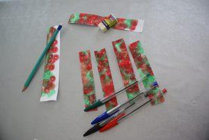 bandes de papier à la taille des stylos