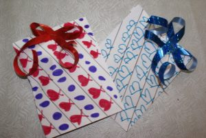 papier cadeau pour les boucles d'oreilles de la fête des mères