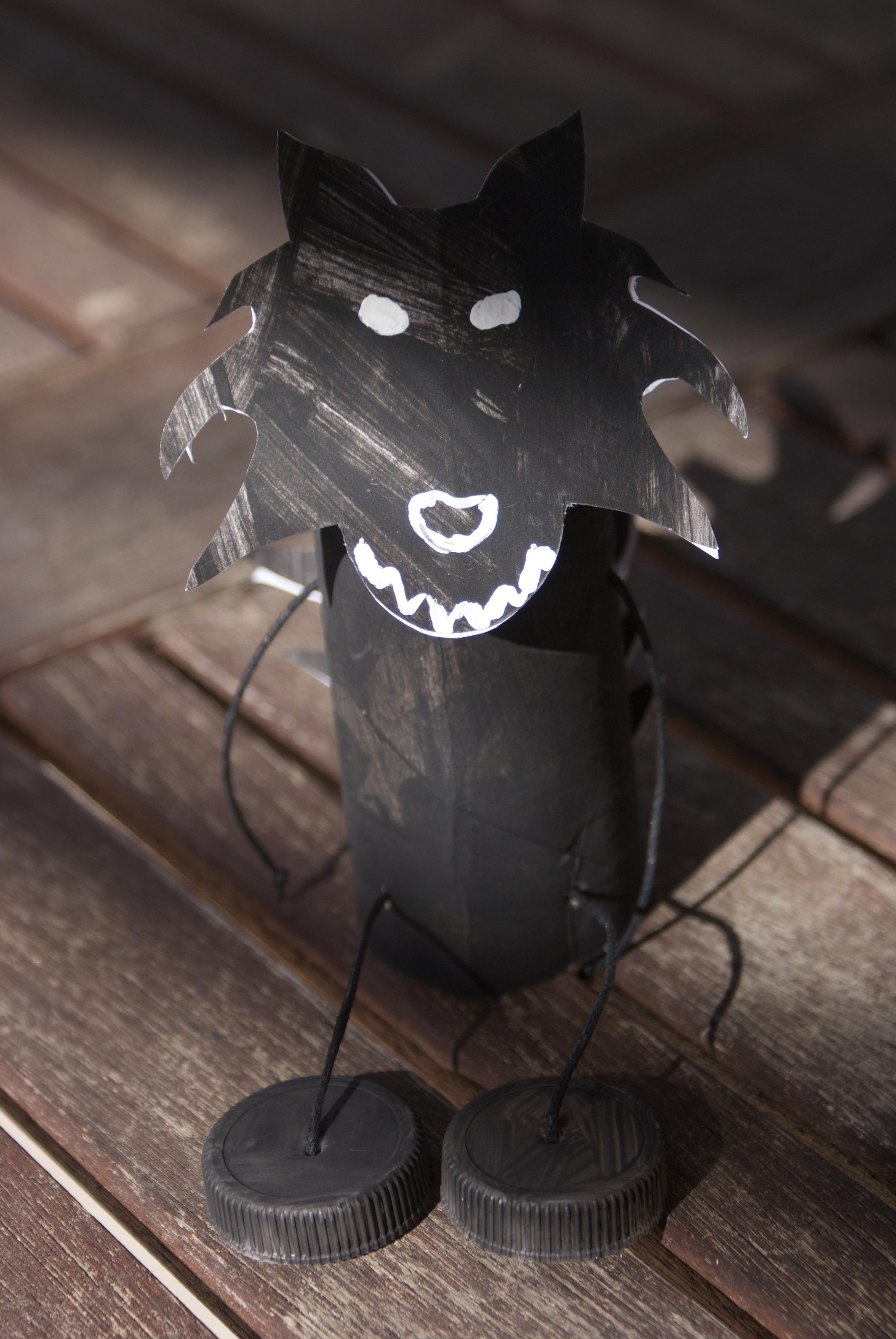 Activité Manuelle Avec Du Papier Peint loup noir en rouleau de papier toilette - nanou laurence